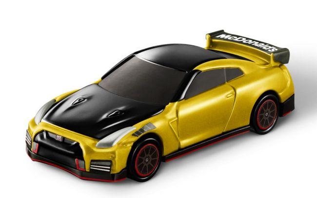 Nissan-GT-R-McDonalds-02-1