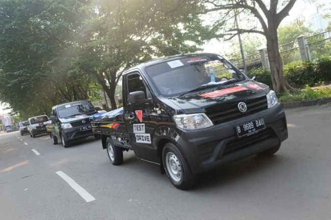 Mobil Pickup DFSK Diuji Angkut 1 Ton Barang, Berapa Konsumsi BBM-nya?