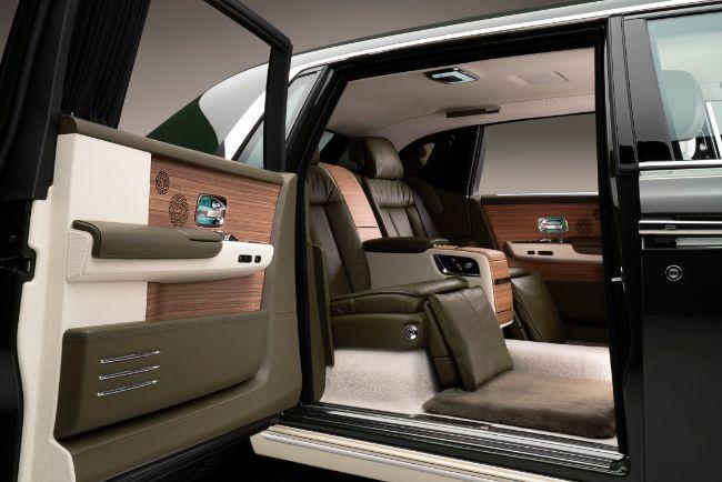 Rolls-Royce-Phantom-Oribe-in-collaboration-with-Hermès-coach-door-open_LoRes