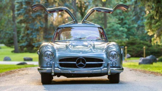 10 Mobil dengan Pintu Gullwing Paling Ikonik