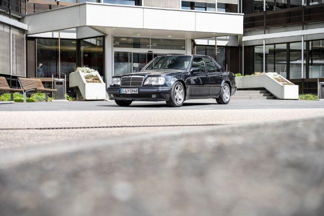 Mercedes-Benz-500e-30th-Anniversary-5