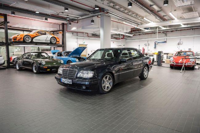 Mercedes-Benz-500e-30th-Anniversary-3