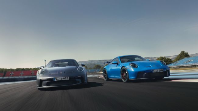 2022-Porsche-911-GT3-Touring-1