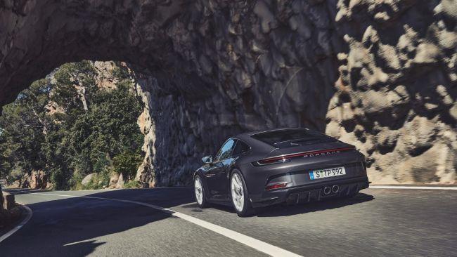 2022-Porsche-911-GT3-Touring-3