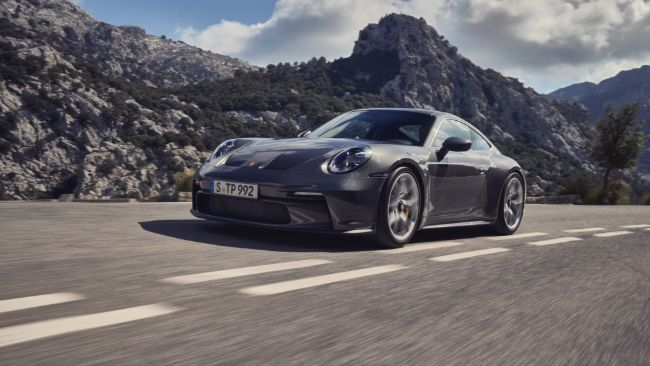 2022-Porsche-911-GT3-Touring-4