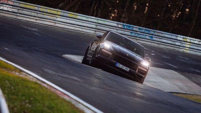 Porsche Cayenne Coupe Pecahkan Rekor Sebagai SUV Tercepat di Sirkuit Nurburgring